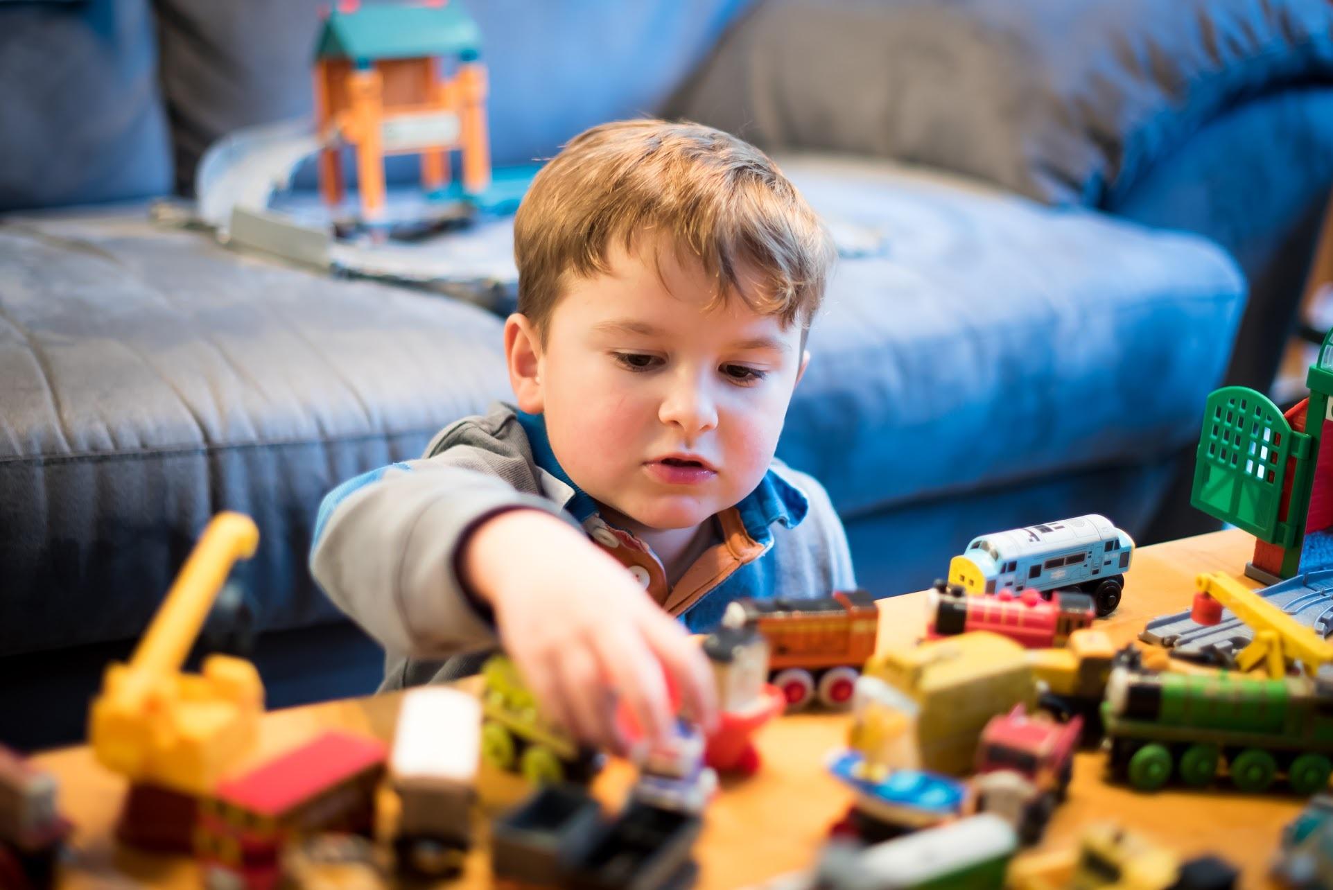 Mijn Kind Speelt Niet Alleen Leren Om Zichzelf Te Vermaken